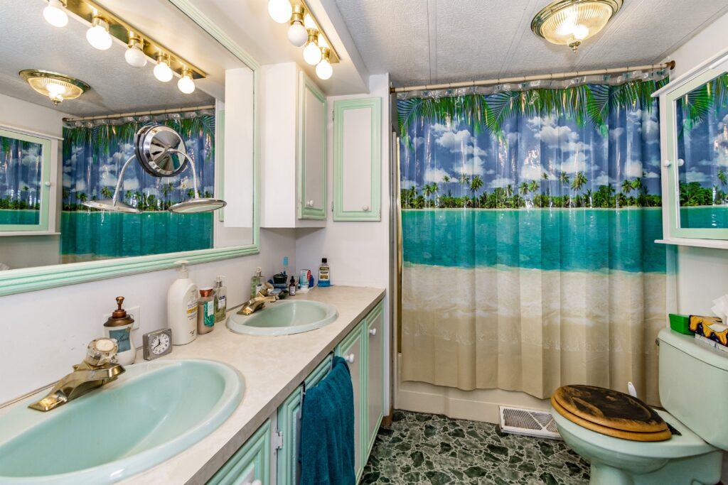 010_Bathroom
